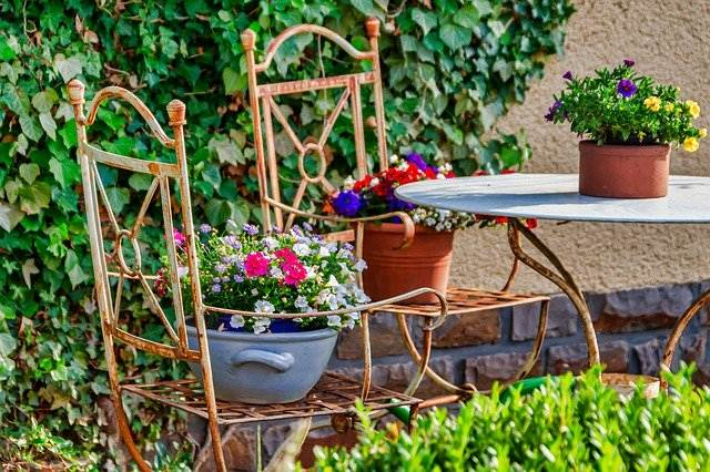 vrtno pohištvo stoli
